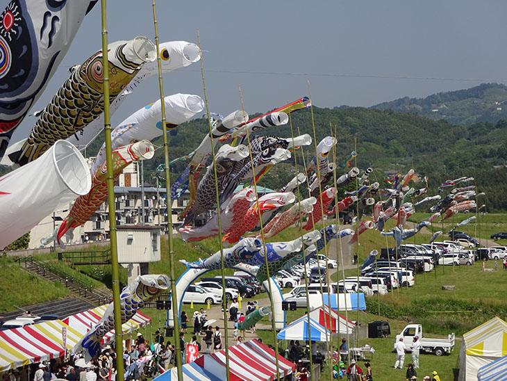 吉野川川開きフェスタはパトカー、レスキュー車展示・バルーンアート、五條市ゆるキャラが大集合